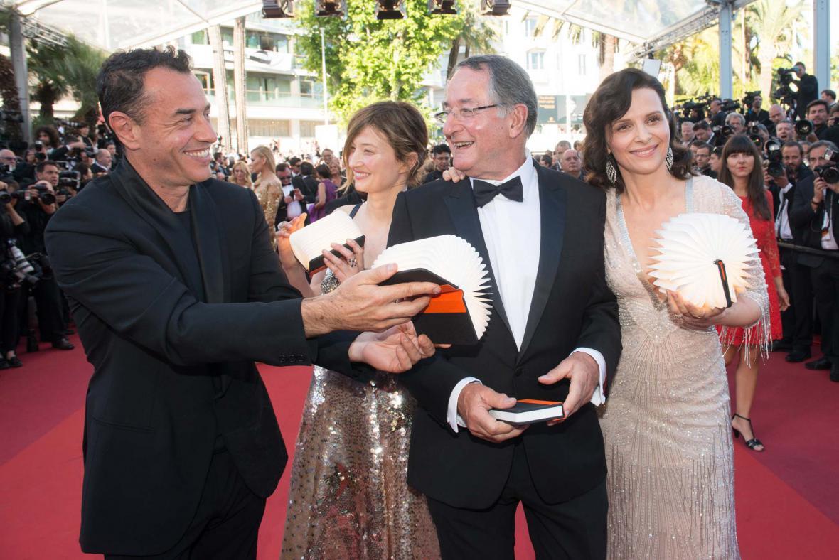 Peter Suschitzky (druhý zprava) na festivalu v Cannes 2016