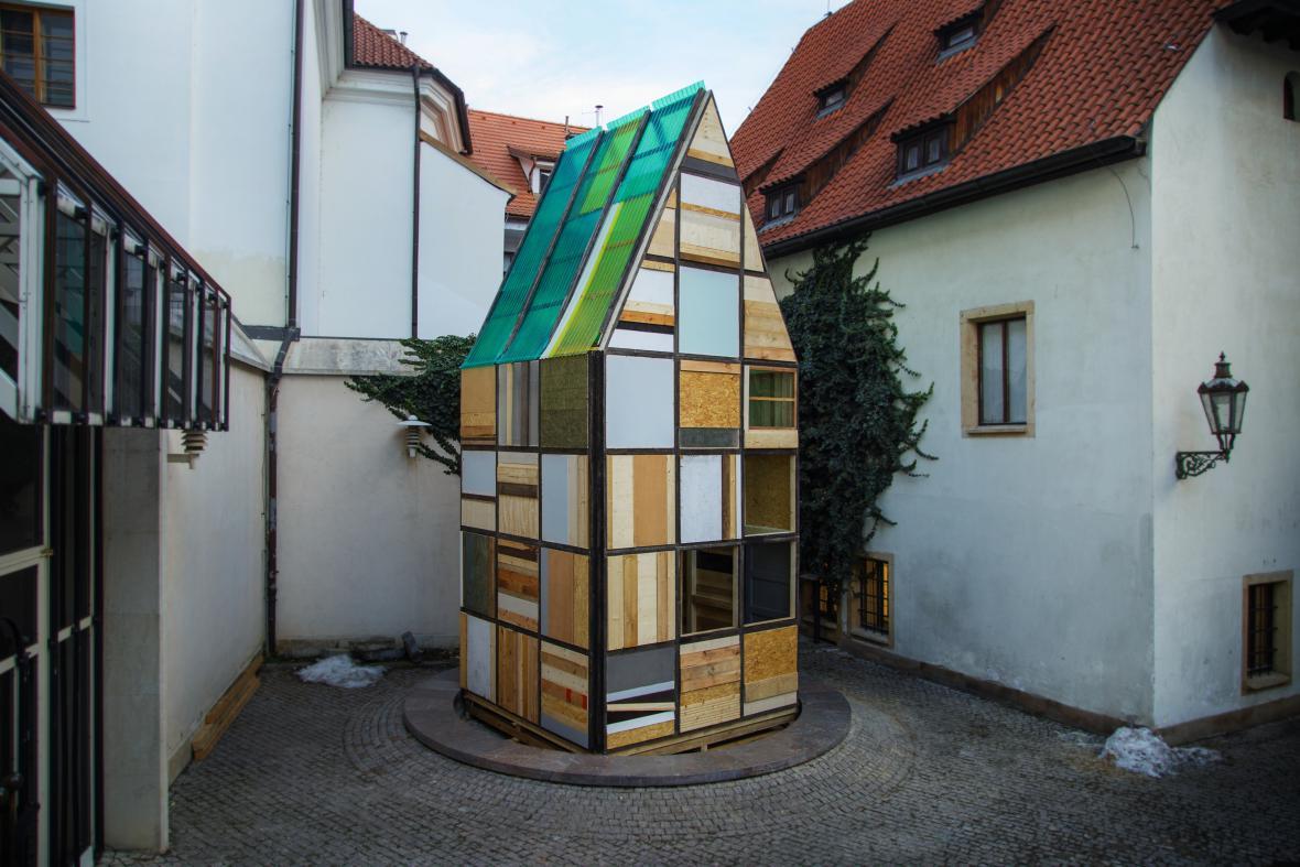 Sauna od H3T Architekti na nádvoří Galerie Jaroslava Fragnera