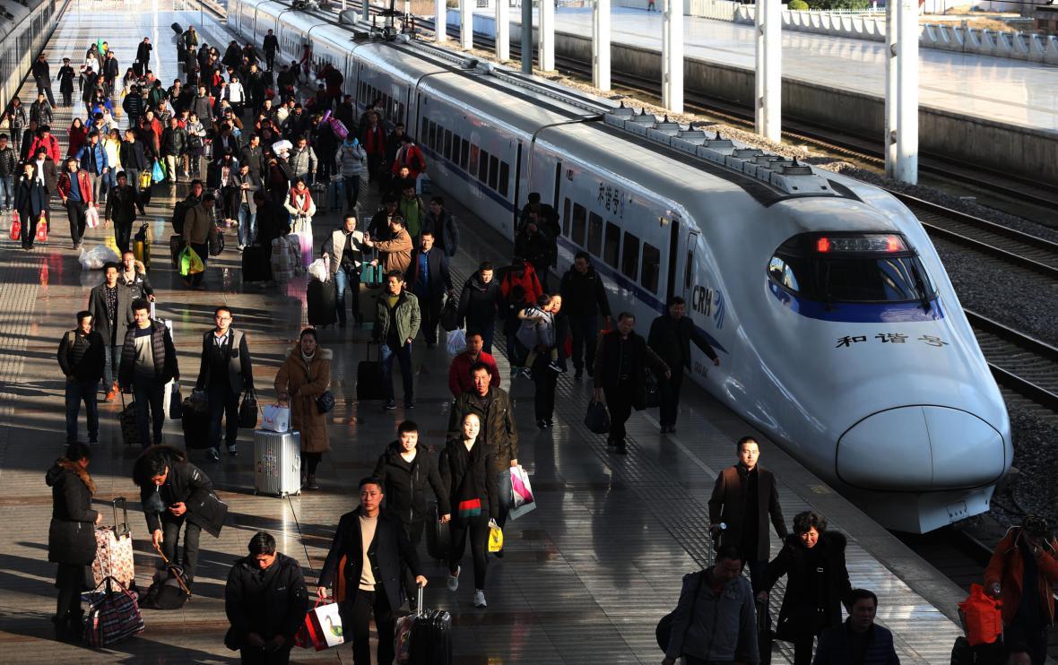 Další cestující přijíždějí do města Nan-tchung