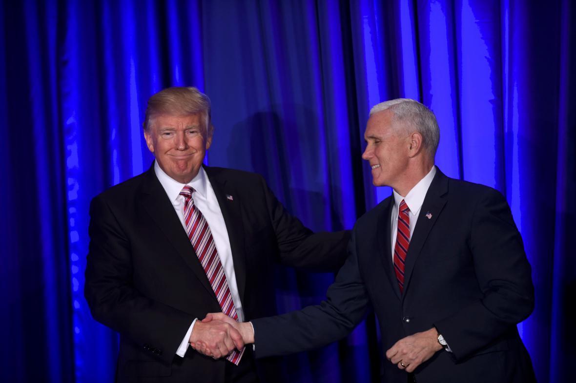Trump s viceprezidentem Mikem Pencem