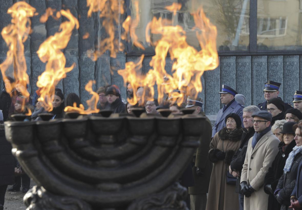Připomínka obětí holocaustu ve Varšavě