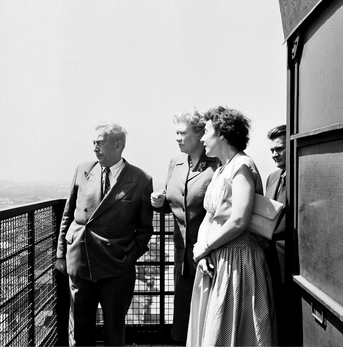 Starostky města Coventry navštívila v roce 1958 radniční vyhlídku