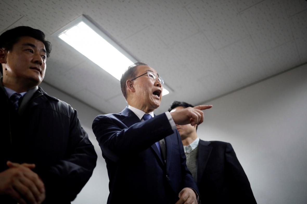 Pan Ki-mun během tiskové konference v Soulu
