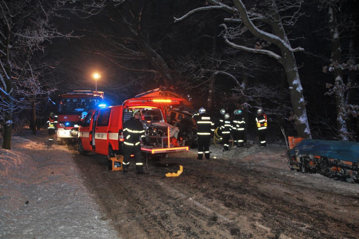 Řidič, který v něm zůstal zaklíněný, ztratil velké množství krve