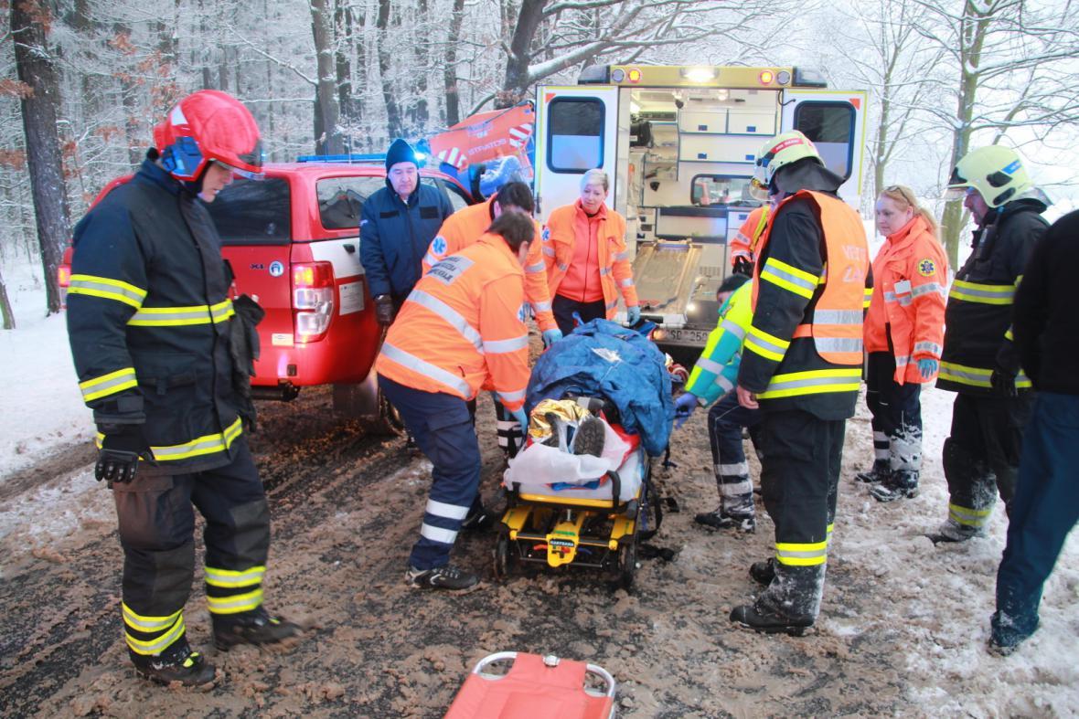 Řidič si nemohl zavolat o pomoc, protože byl zaklíněný