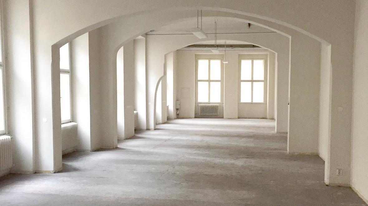Interiér prodané nemovitosti v pražské ulici U Půjčovny