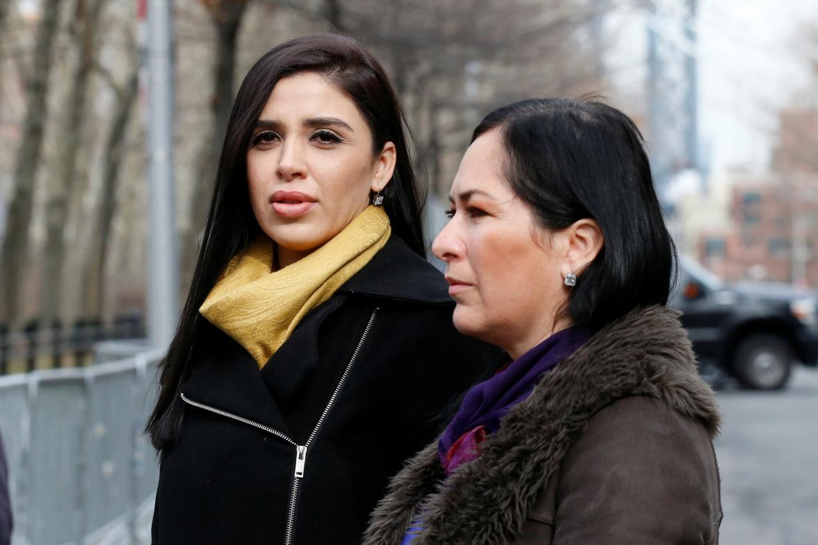 Guzmánova manželka Emma Coronelová (vlevo)