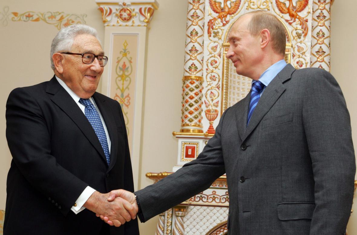 Henry Kissinger a Vladimir Putin v roce 2006