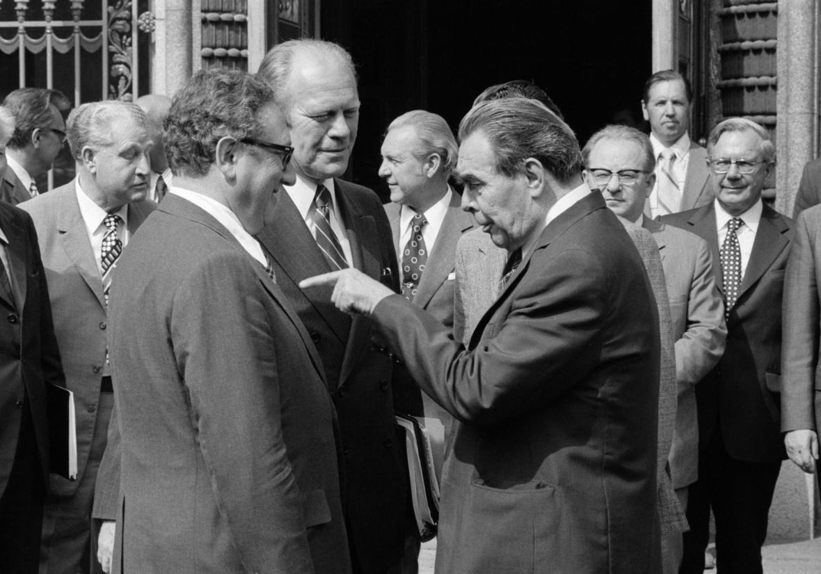 Henry Kissinger, Gerald Ford a Leonid Brežněv (Helsinská konference 1975)