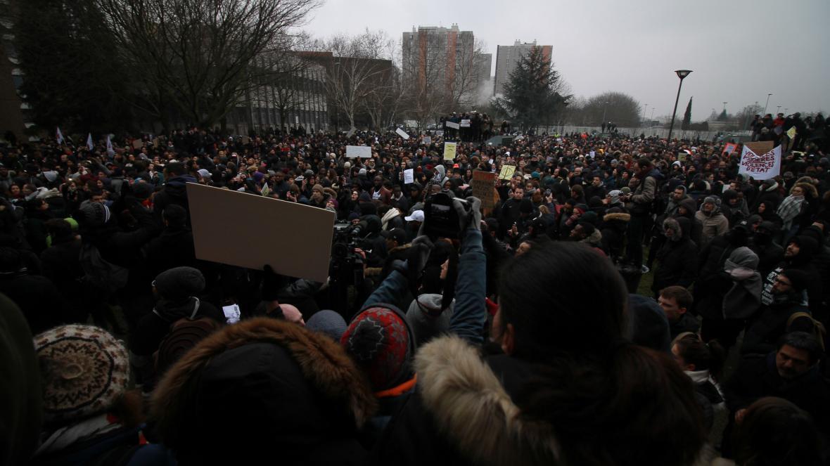 Demonstrace na podporu údajné oběti policejní brutality Thea