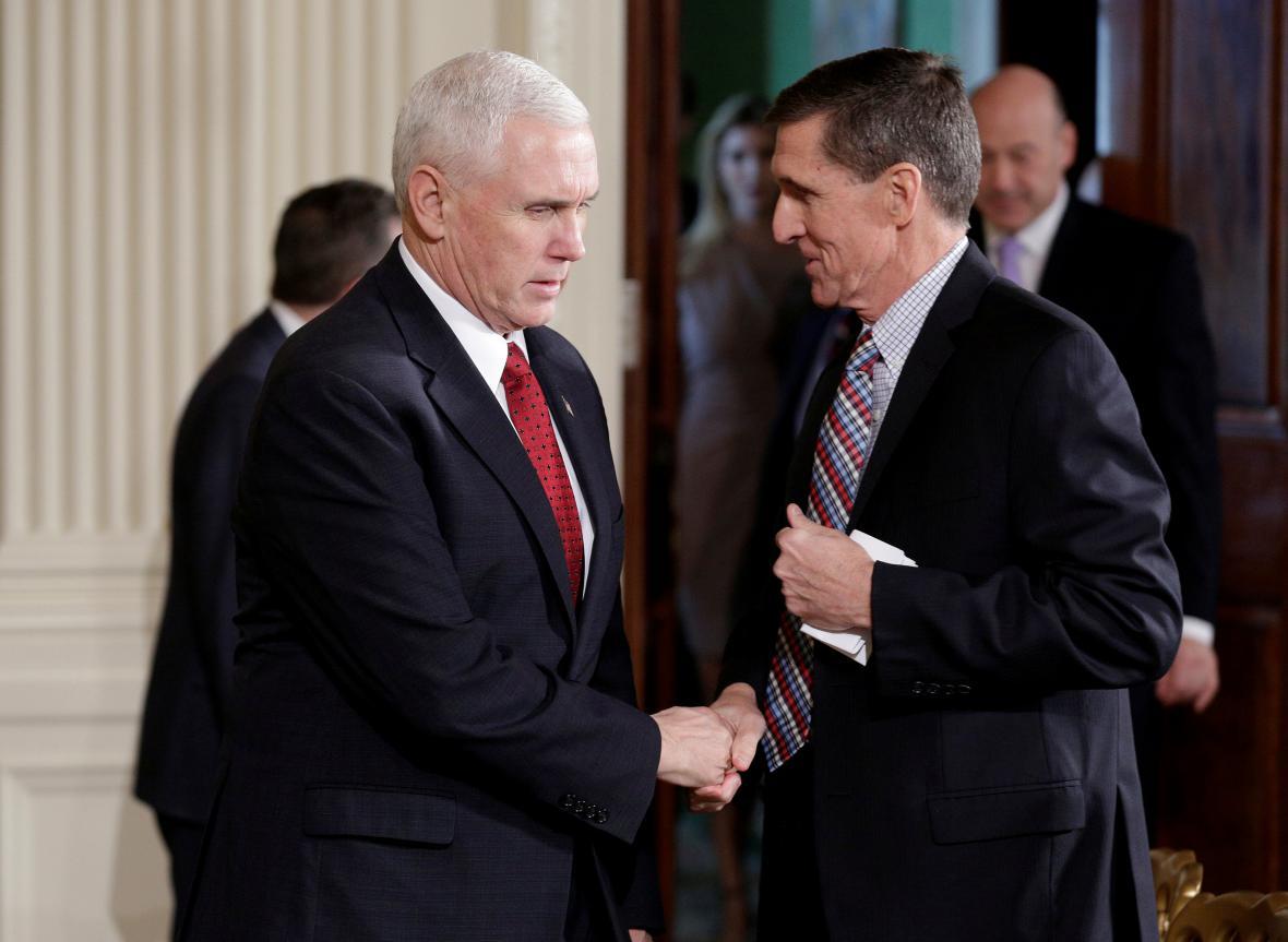 Viceprezident Mike Pence s Michaelem Flynnem