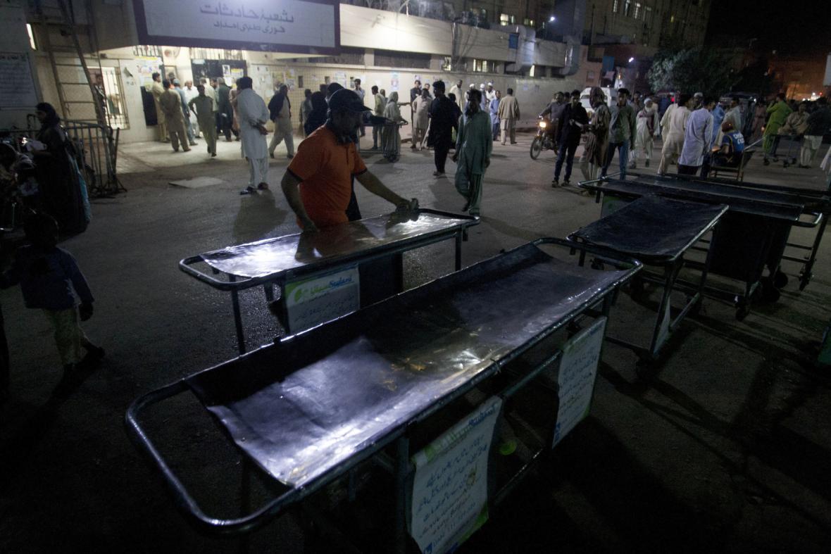 Pákistánská nemocnice se připravuje na příjem zraněných