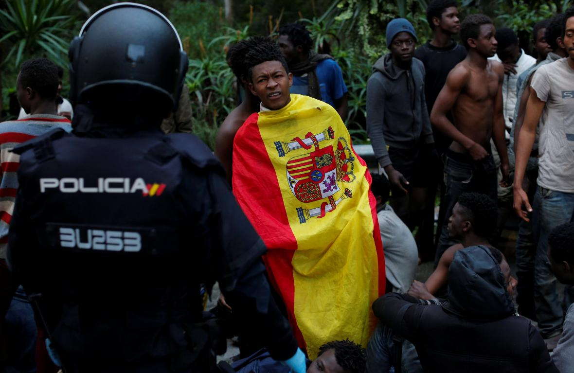 Migranti v Ceutě