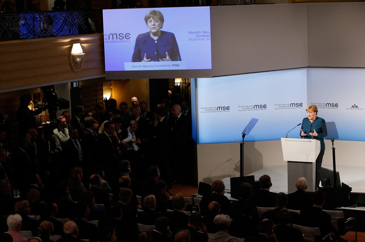 Angela Merkelová při projevu na konferenci.