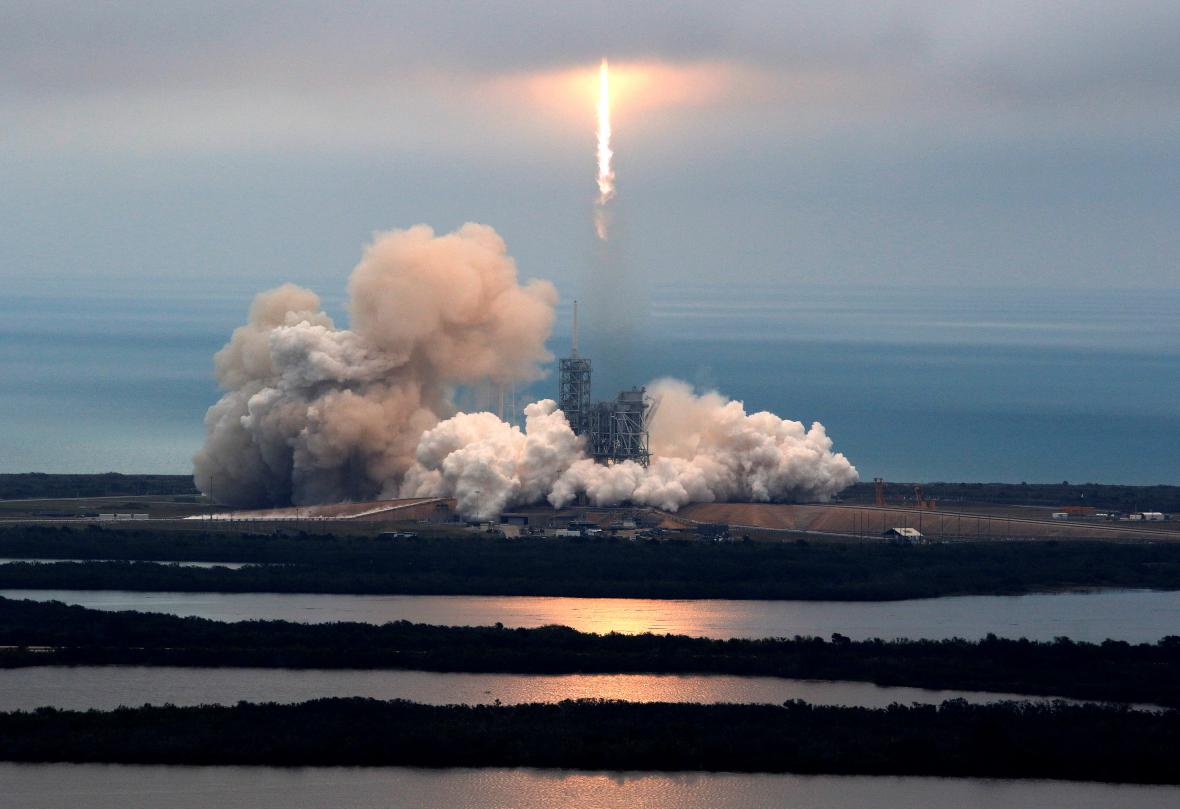 Úspěšný start Falcon 9
