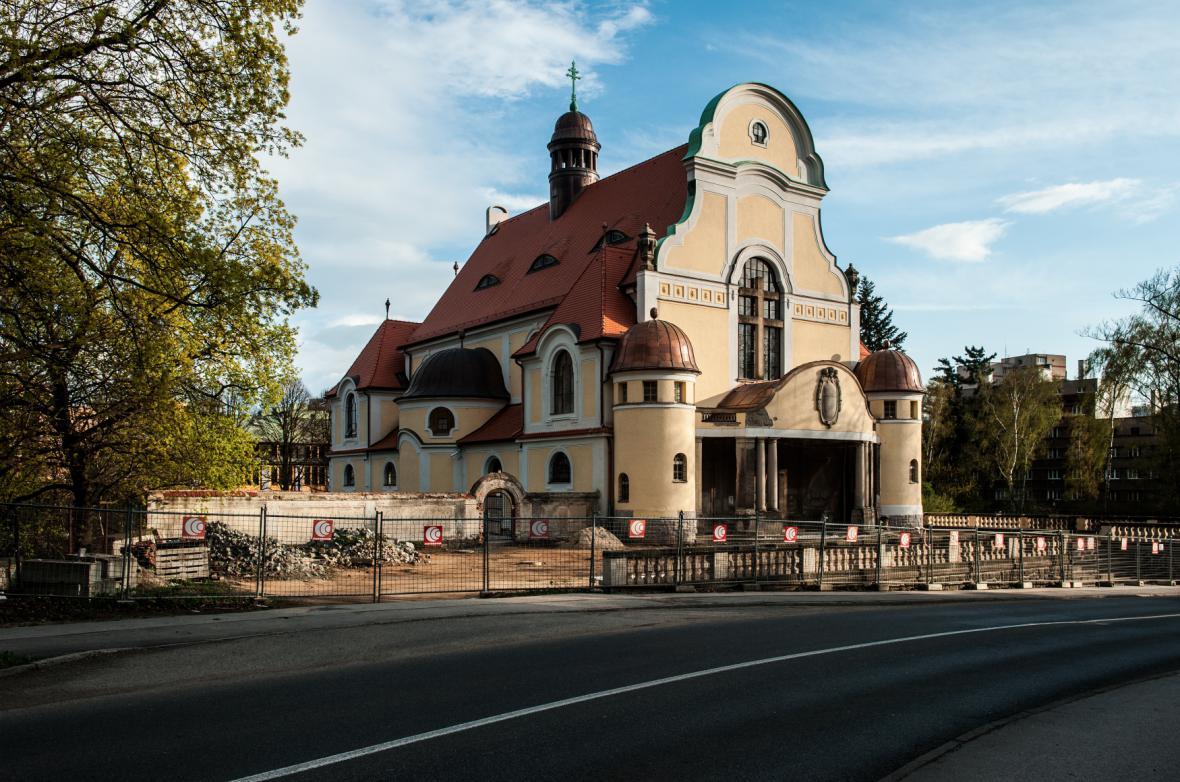Stav kostela sv. Máří Magdalény v Liberci po částečné rekonstrukci v dubnu 2014