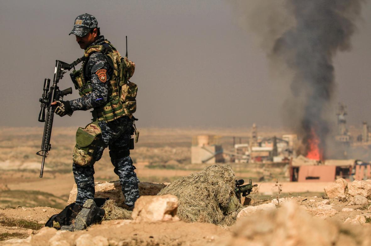 Boj o letiště v Mosulu