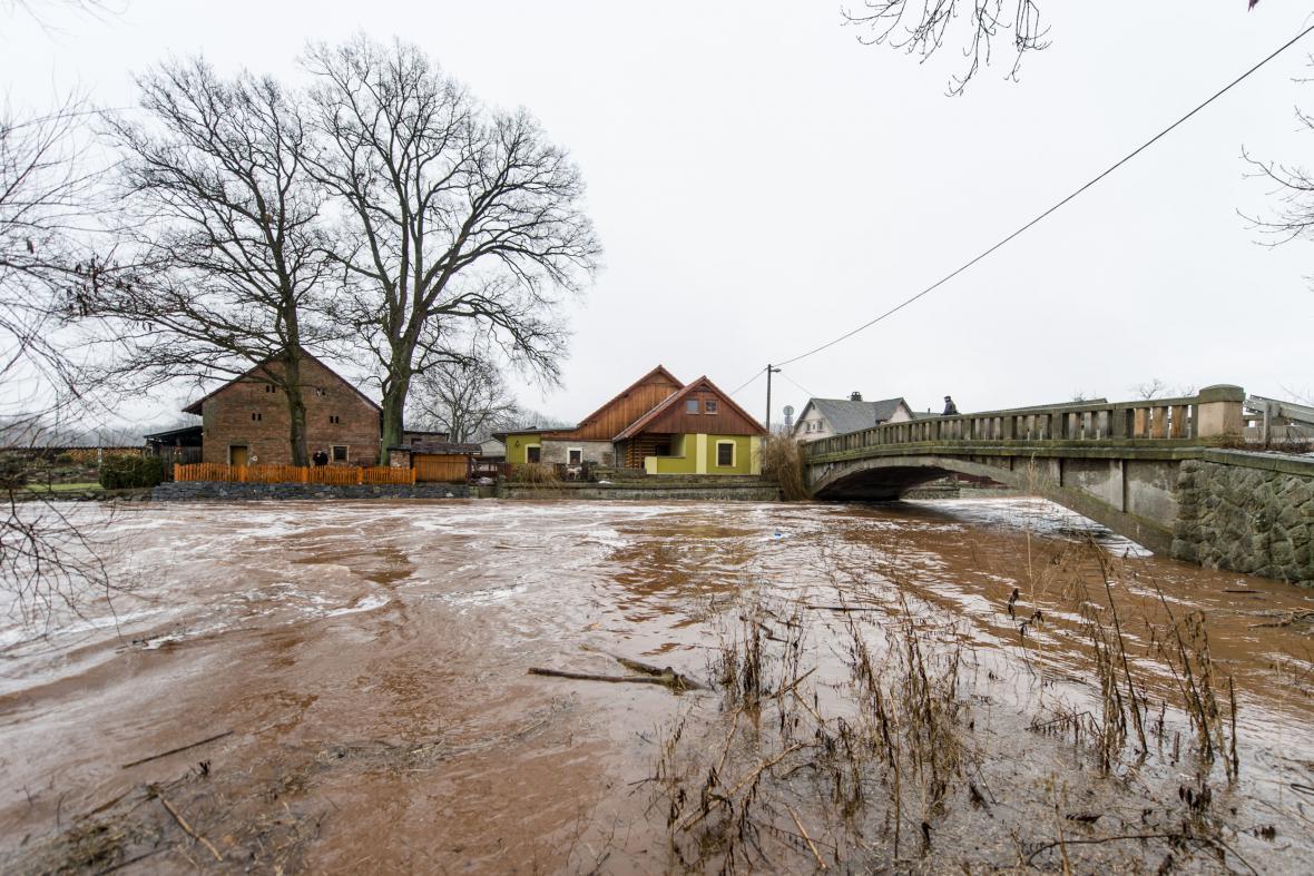 Rozvodněné Labe na Trutnovsku