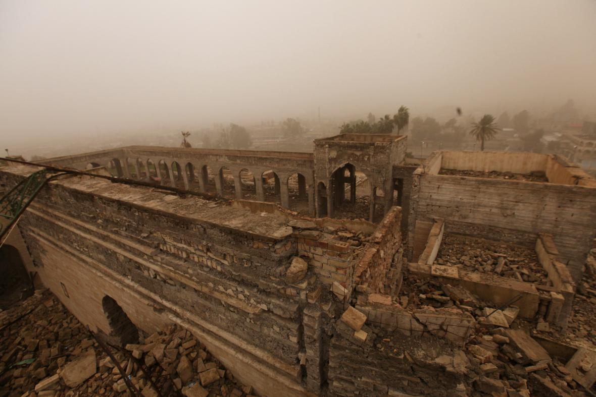 Zdevastovaná mešita proroka Jonáše v Mosulu