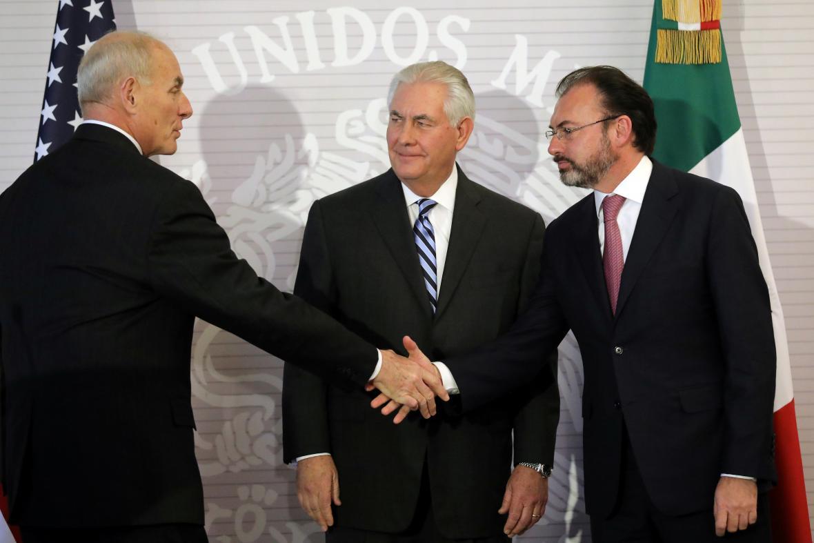 Ministři Tillerson a Kelly s mexickým šéfem diplomacie Videgaraye