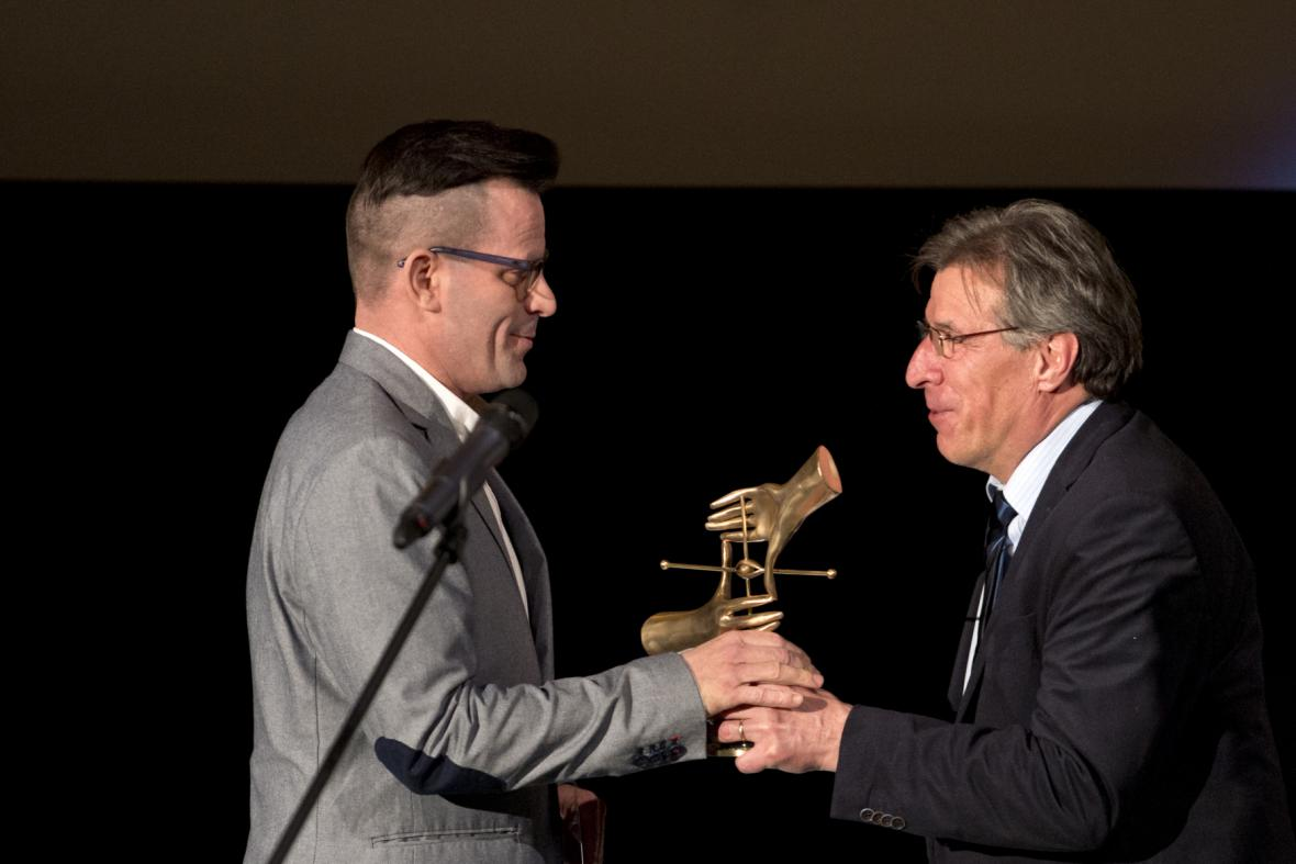 Kameraman Marek Janda (vlevo)