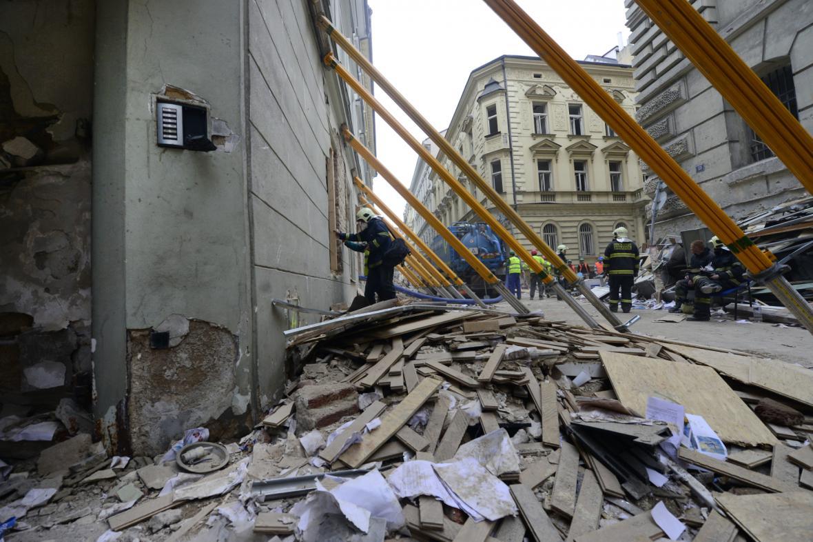 Následky výbuchu plynu v Divadelní ulici