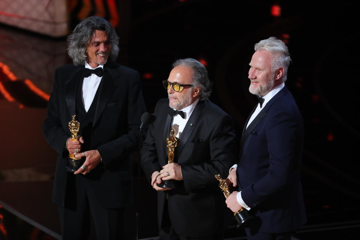 Autoři nejlepších masek Alessandro Bertolazzi, Giorgio Gregorini and Christopher Nelson (Sebevražedný oddíl)