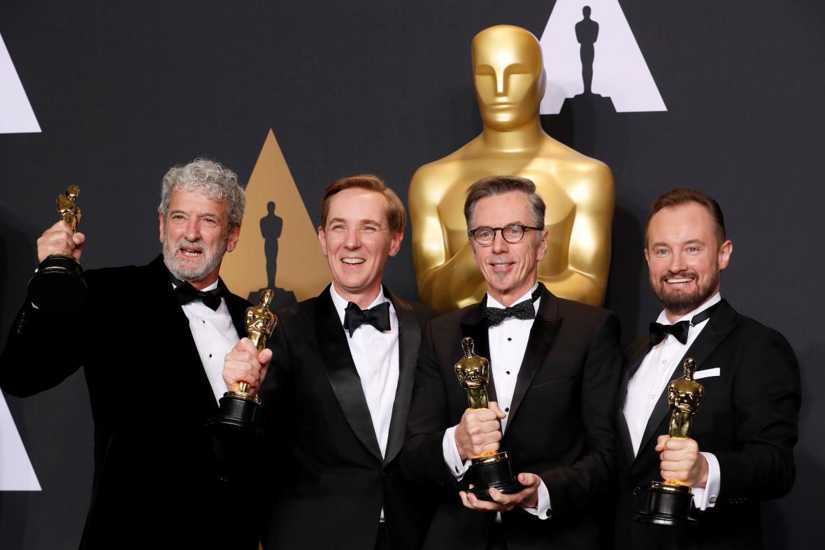 Kevin O'Connell, Andy Wright, Robert Mackenzie a Peter Grace s cenou za zvuk (Hacksaw Ridge)