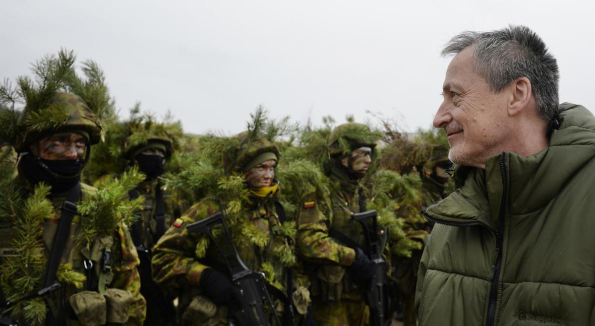Ministr obrany Martin Stropnický navštívil v Litvě české vojáky