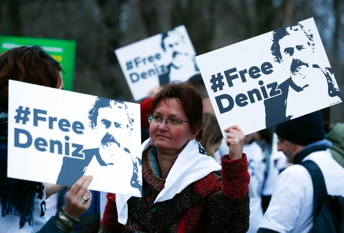 Demonstrace před tureckou ambasádou v Berlíně