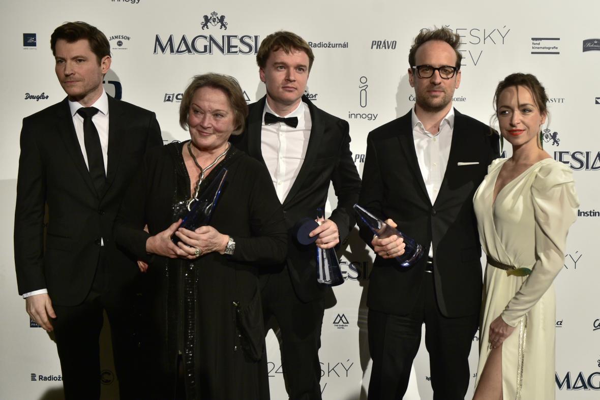 Nejlepší scénář (Masaryk): Helena Koenigsmarková (za zesnulého Alexe Koenigsmarka), Petr Kolečko a Julius Ševčík s herci Davidem Švehlíkem a Tatianou Vilhelmovou, kteří předávali cenu