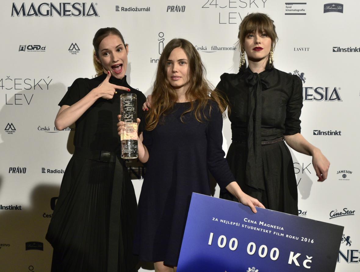 Nejlepší studentský film (Kyjev Moskva): Anna Lyubynetska (uprostřed)