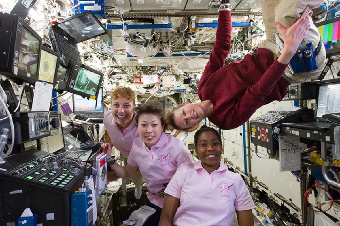 První expedice na ISS se čtyřmi ženami v posádce