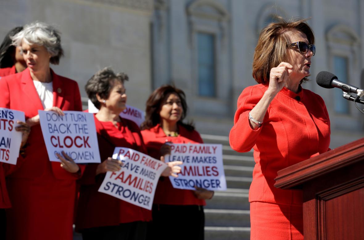 Šéfka demokratů ve Sněmovně Nancy Pelosiová na shromáždění u Kongresu