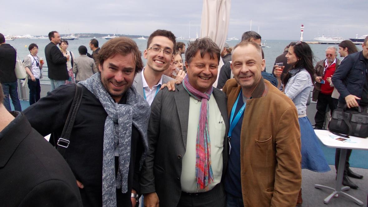Tvůrci na filmovém trhu v Cannes
