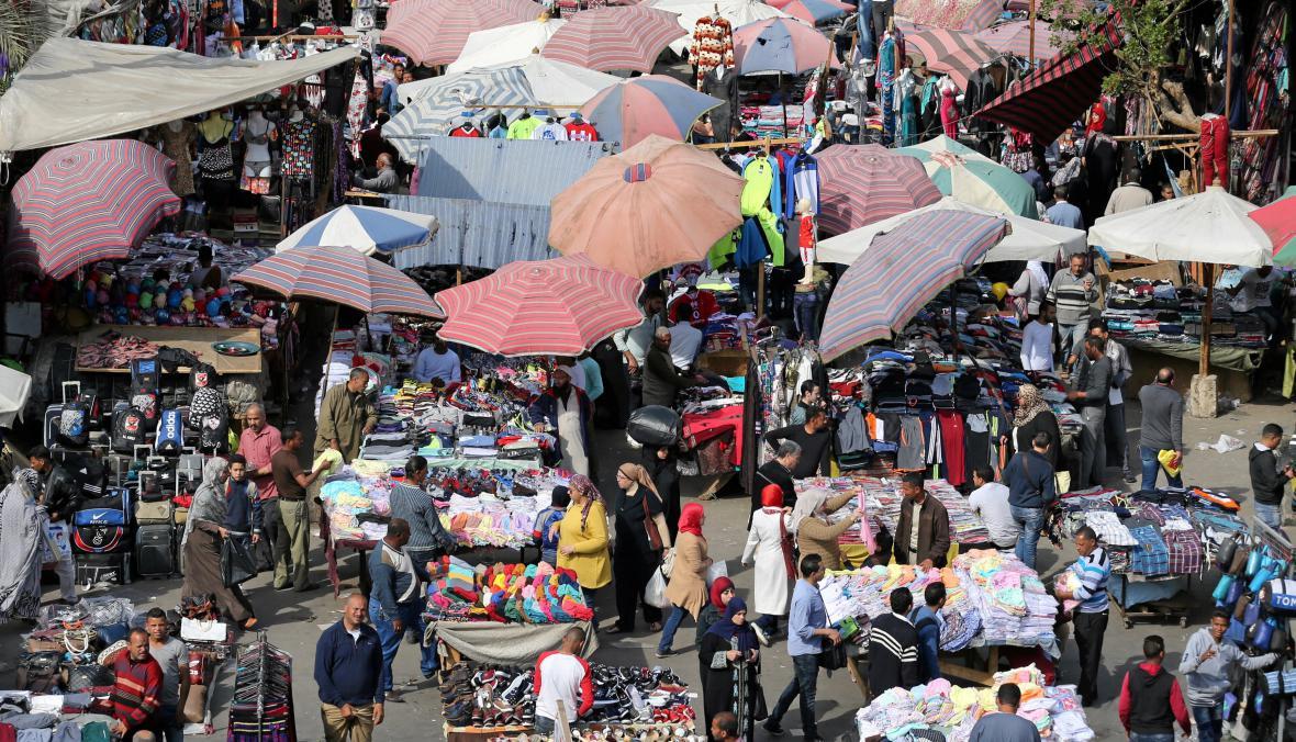 Ruch na jednom z káhirských tržišť