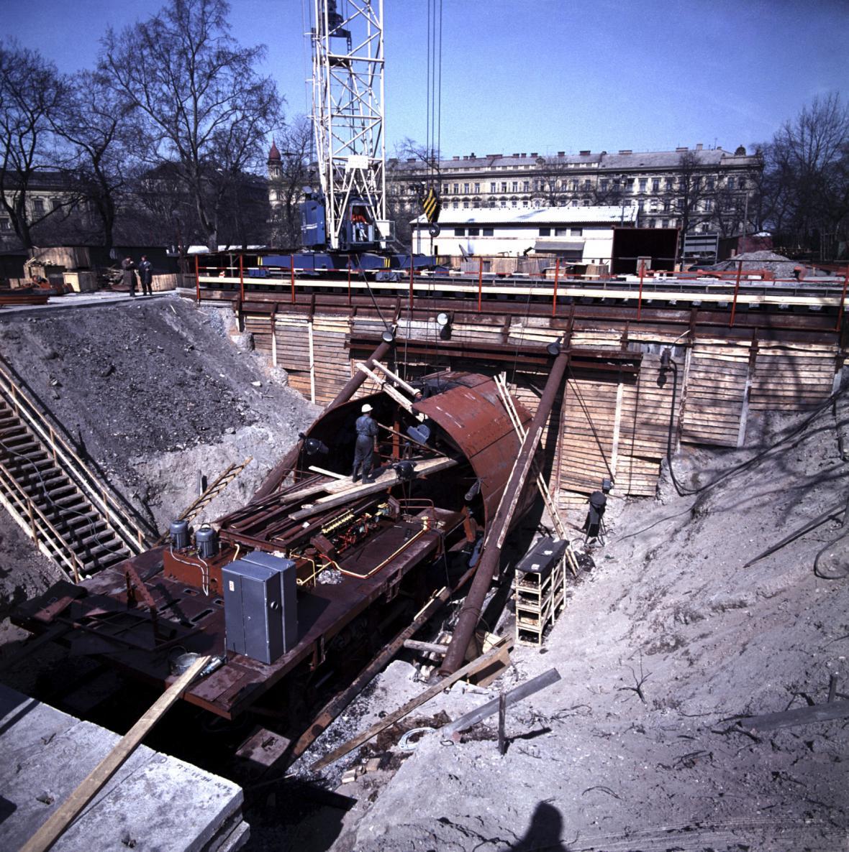 Stavba stanice metra u hlavního nádraží v Praze