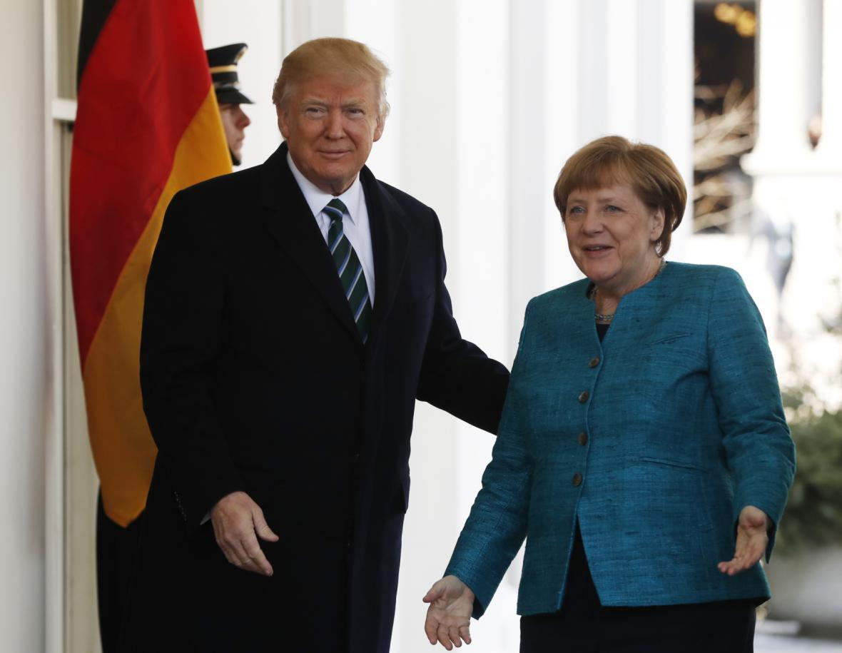 Trump a Merkelová před Bílým domem