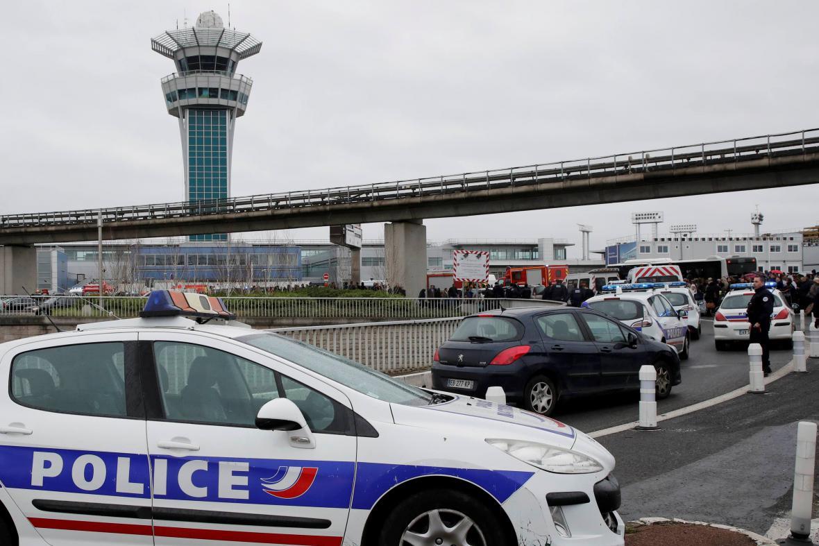 Policie na letišti Orly