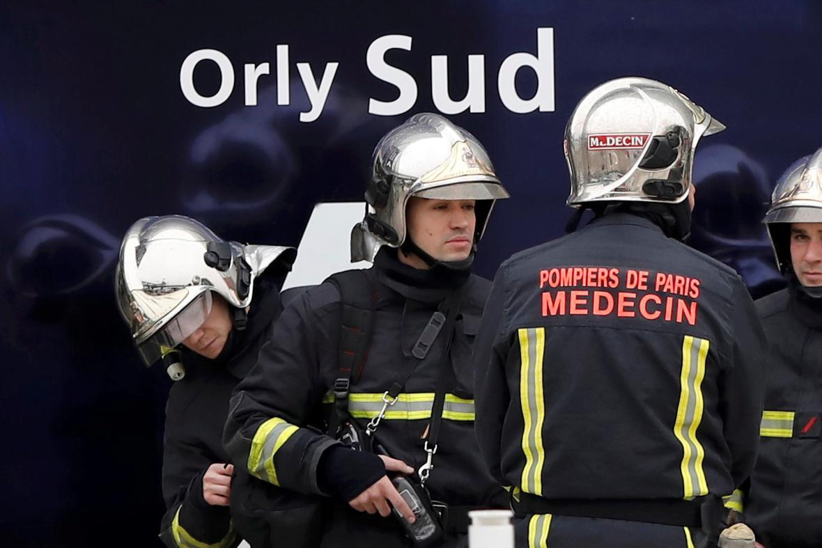 Zásahové jednotky na letišti Orly