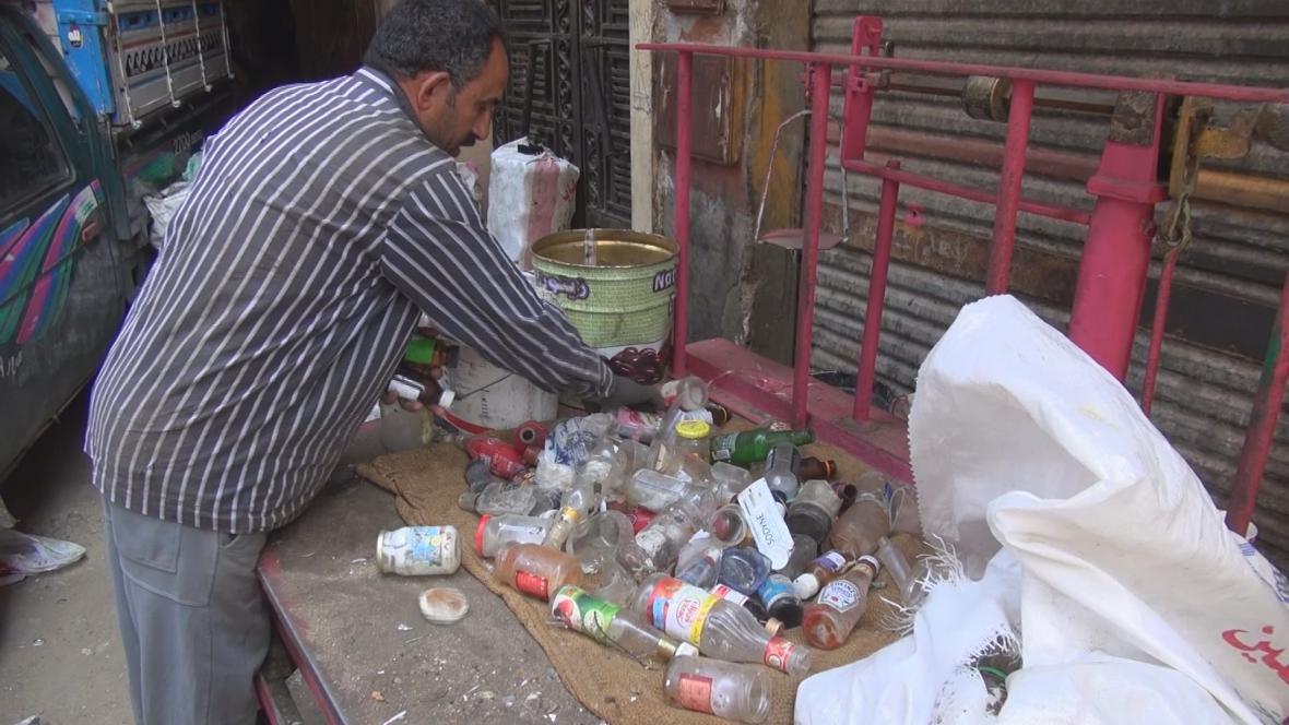 Zpracováním odpadků se živí místní křesťané