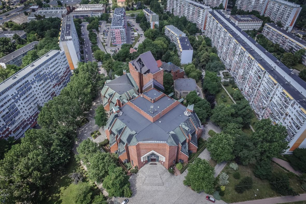 Kostel Nejsvětější Panny Marie Královny míru, Vratislav