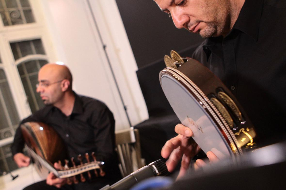 Tareq Jund a Nasser Salameh zahrají 1. dubna v kulturním centru Moving Station