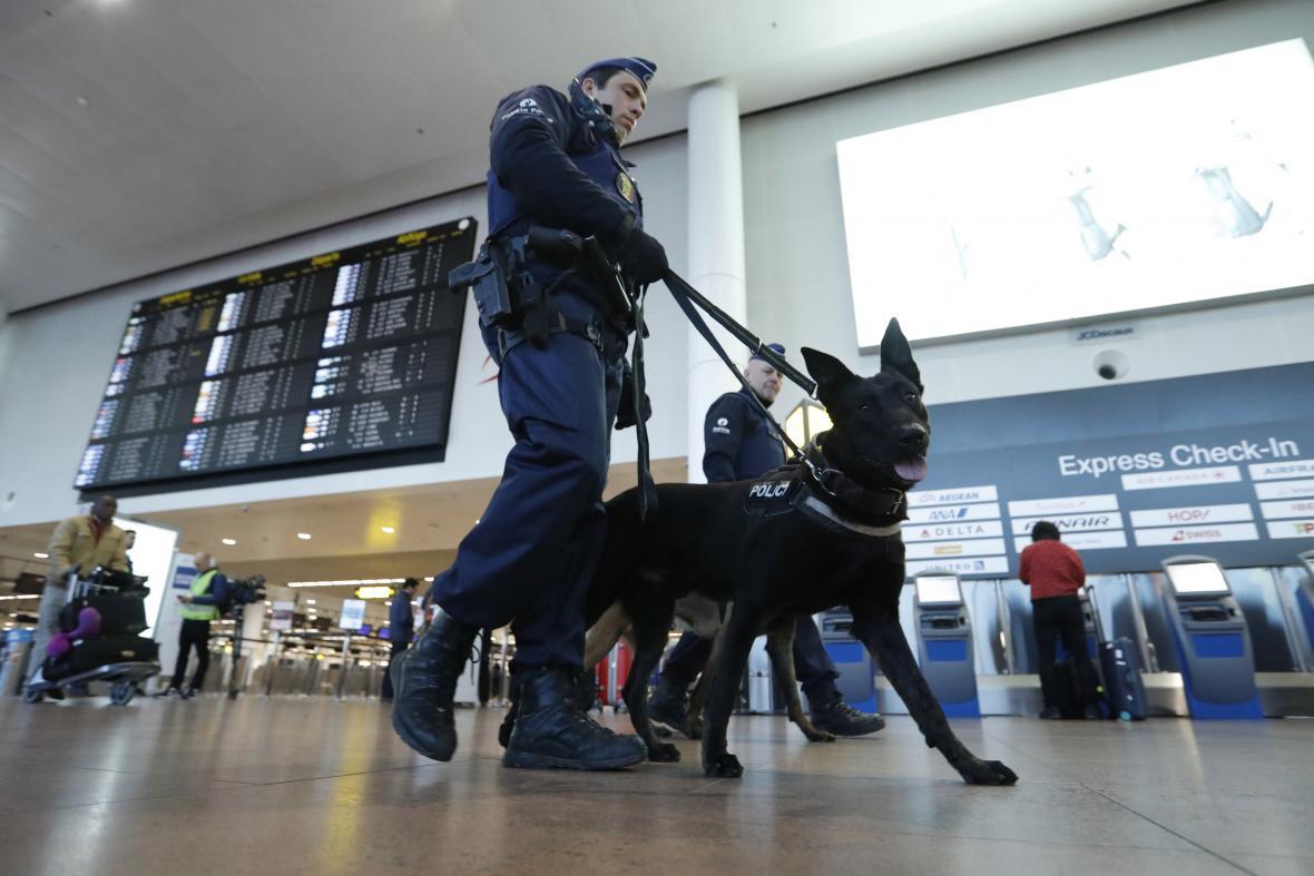 Ostraha v terminálu bruselského letiště Zaventem