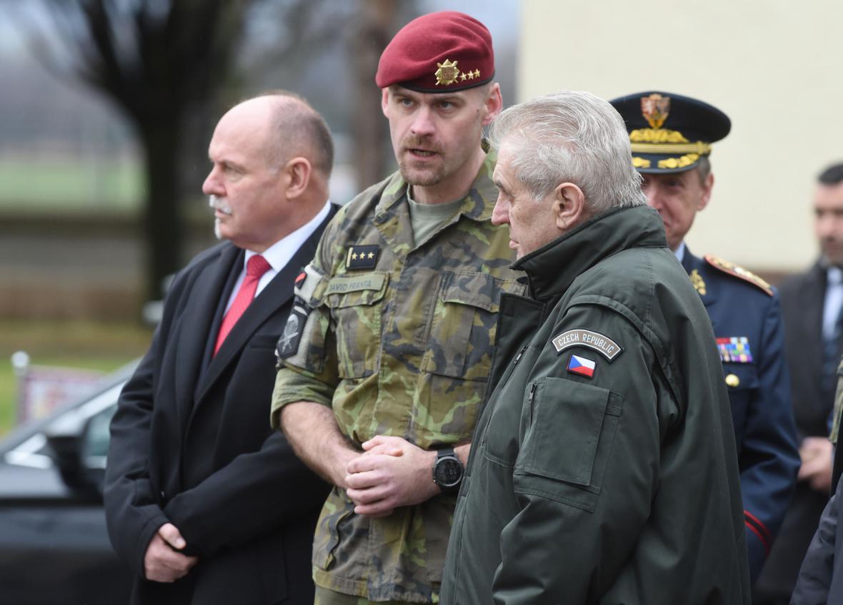 Prezident Zeman na návštěvě prostějovské základny