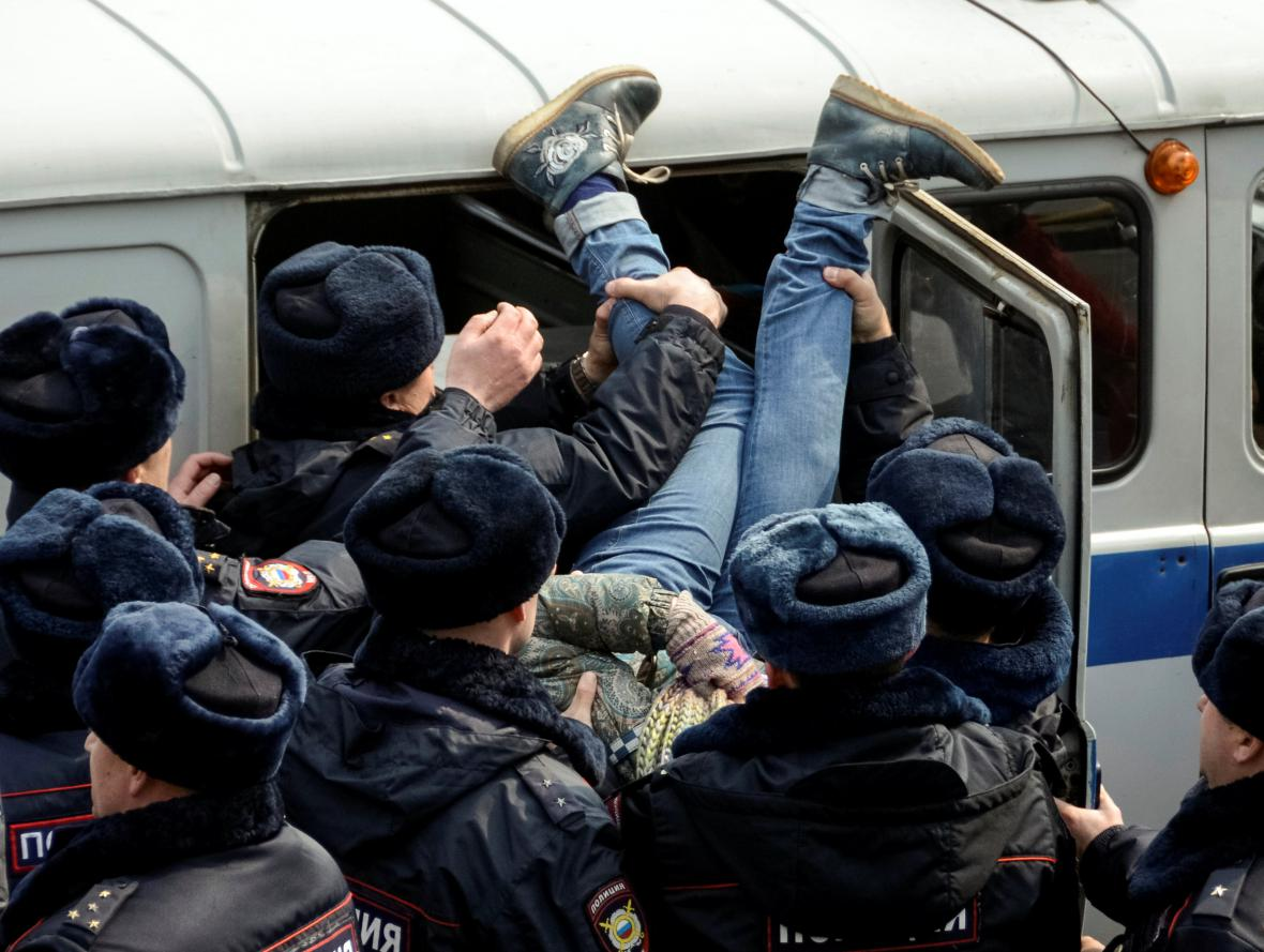 Výjev z demonstrace ve Vladivostoku
