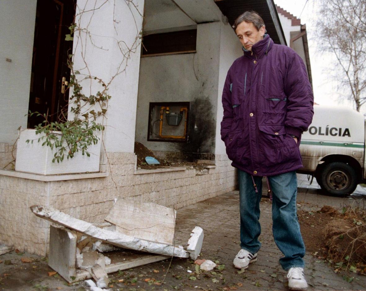 Gaulieder si prohlíží nálož před svým domem