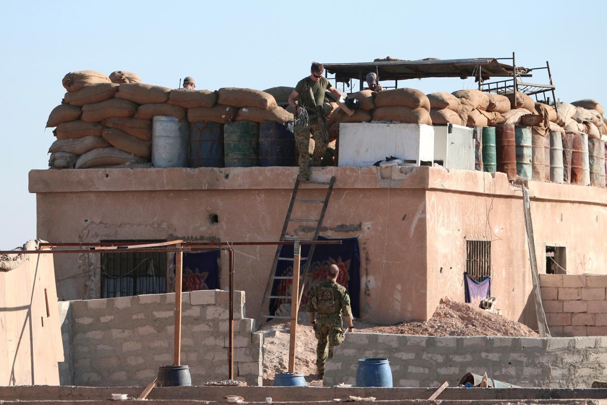 Američtí vojáci na barikádách severně od Rakká