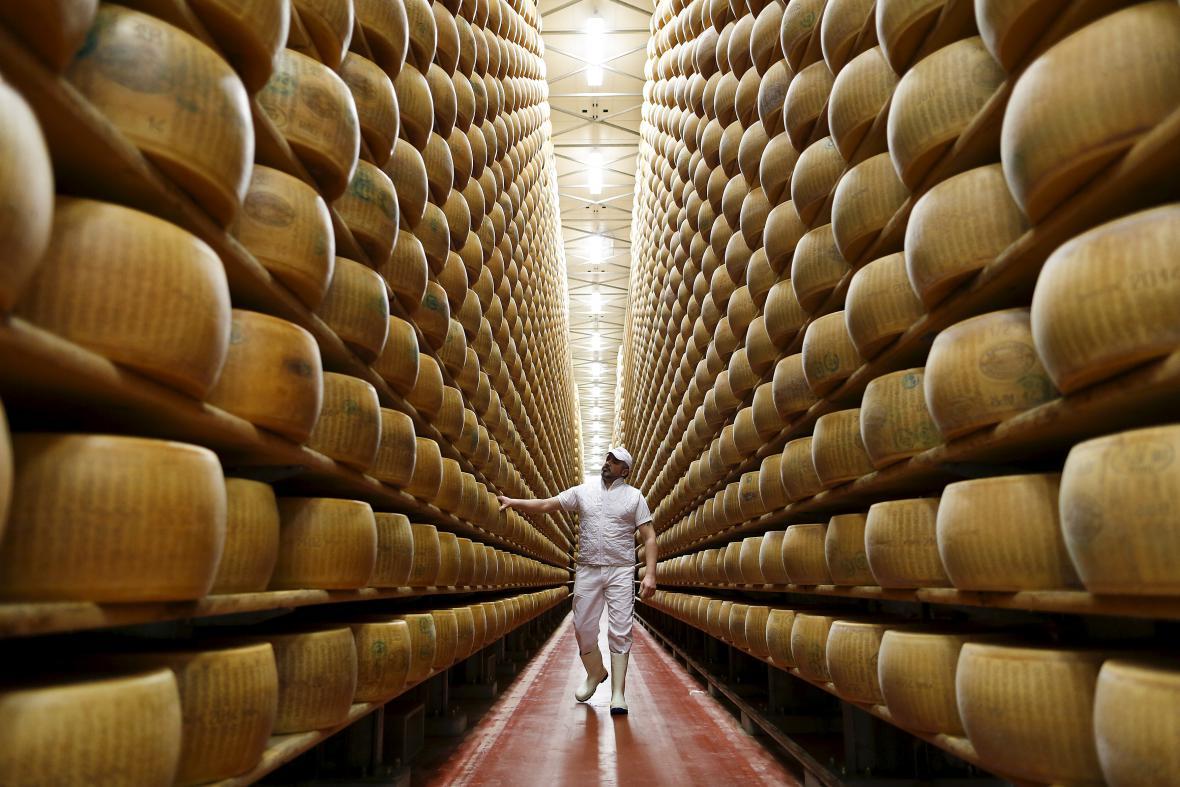 Výroba parmazánu v Itálii