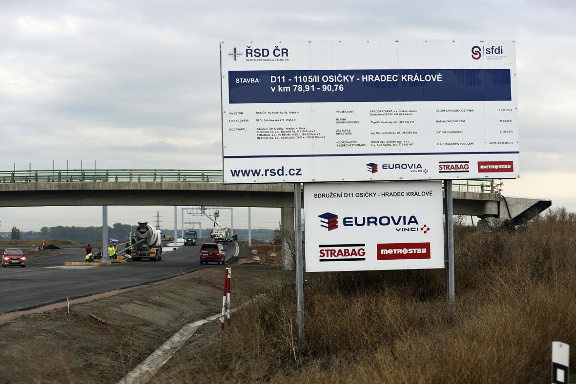 Stavba dálnice D11 u Hradce Králové